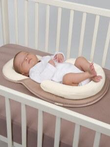 cosydream installé dans le lit de bébé